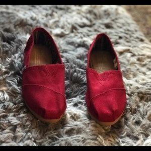 Red Toms Women's size 6❤️